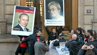 Anna Politkovskaïa, qui enquêtait sur les atteintes aux droits de l'homme en Tchétchénie et la corruption en Russie, a été abattue le 7 octobre 2006 dans son immeuble de Moscou