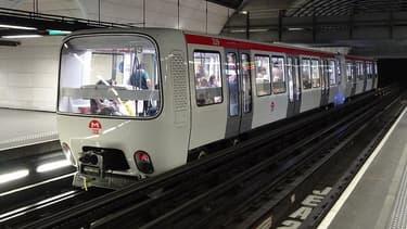 Une rame de ligne D du métro à Lyon.