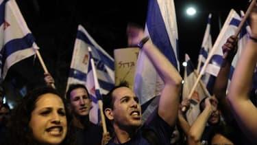 Des milliers de manifestants sont descendus dans les rues samedi 11 mai