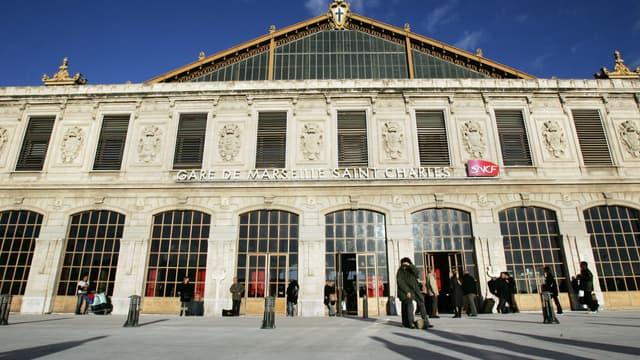 La façade de la gare Saint-Charles, à Marseille.