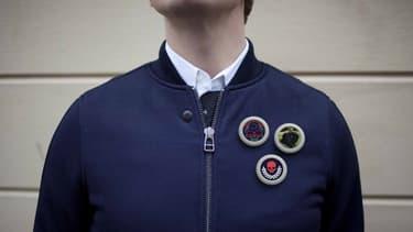 Un badge connecté capable d'afficher de petites vidéos et dont on change l'image depuis son smartphone. Voilà le projet de Pins Collective, une start-up suédoise.