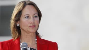 Le CSA a décidé de ne prononcer aucune sanction à l'encontre des chaînes de télévision et des radios qui ont diffusé dimanche soir avant 20 heures une intervention de Ségolène Royal révélant sa défaite aux législatives à La Rochelle. Un porte-parole de l'