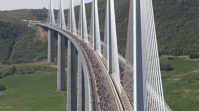 2460m sur le Viaduc de Millau