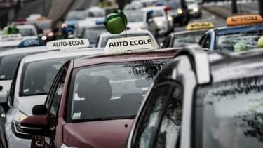 Les patrons d'auto-écoles vent debout contre l'inscription en ligne au permis de conduire.