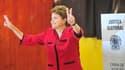 Le Tribunal électoral suprême du Brésil a confirmé dimanche soir l'élection de Dilma Rousseff à la présidence du pays avec plus de 55% des voix. /Photo prise le 31 octobre 2010/REUTERS/Diego Vara