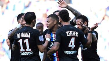 Kylian Mbappé fêté par le PSG pour la reprise face au Havre