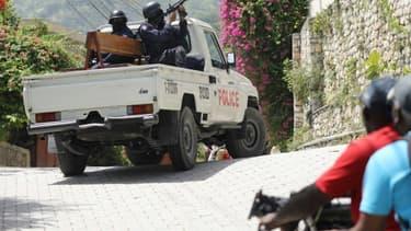 Une patrouille de police à l'extérieur de l'ambassade de Taïwan en Haïti, à Port-au-Prince, le 9 juillet 2021