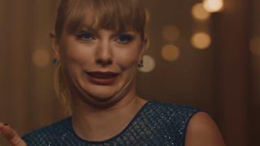 """Taylor Swift dans le clip de """"Delicate"""""""