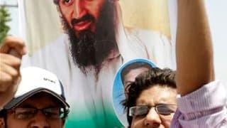 Manifestants scandant des slogans anti-américains à Multan, au Pakistan. Deux jours après la mort d'Oussama ben Laden, nombreux sont ceux qui continuent de s'interroger sur l'opération commando américaine qui a conduit à la disparition du chef d'Al Qaïda,