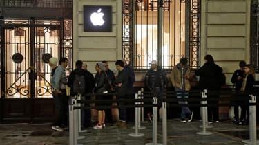 Ce vendredi 25 septembre, à 7h30, devant l'Apple Store Opéra, la file qui, l'an dernier, s'étirait sur plus d'une centaine de mètres s'est considérablement réduite.