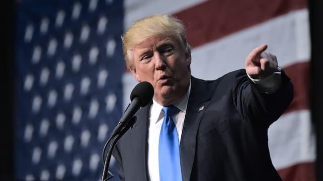 """""""Je vous en prie, vous avez été prévenues avant de faire une erreur très coûteuse !"""", a prévenu Donald Trump dans un tweet."""