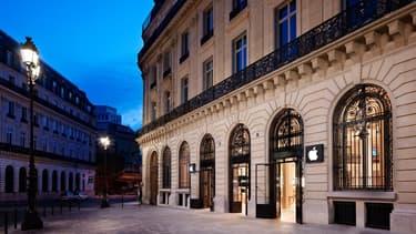 Le premier Apple Store français d'Apple, place de l'Opéra à Paris, ouvert en 2001