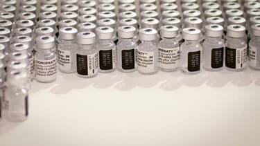Des doses du vaccin Pfizer-BioNTech, le 8 mai 2021 dans un centre de vaccination à Paris