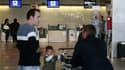 Passagers attendant un vol samedi au départ de l'aéroport de Prat, à Barcelone. La situation revenait progressivement à la normale dimanche en Espagne alors que l'Irlande s'attendait à devoir restreindre le trafic aérien dimanche dans l'ouest de l'île à c