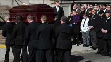 Le cercueil de l'acteur Philip Seymour Hoffman s'avançant vers l'église Saint Ignace de Loyola à New York