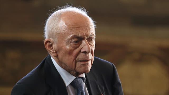 Michel Rocard, ancien Premier ministre de François Mitterrand, estime qu'Emmanuel Macron et Manuel Valls sont loin de l'Histoire.