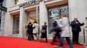 """Les amateurs français de produits """"so British"""" poussent un """"ouf"""" de soulagement après la réouverture, ce jeudi à Paris, d'un magasin Marks & Spencer sur l'avenue des Champs-Elysées. La populaire marque britannique avait brutalement déserté la France il y"""
