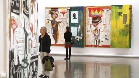 Paris rend hommage à l'un des enfants terribles les plus prolifiques de l'art du XXe siècle, Jean-Michel Basquiat, avec une rétrospective qui s'ouvre ce vendredi au Musée d'art moderne de la ville de Paris. /Photo prise le 14 octobre 2010/REUTERS/Benoit T