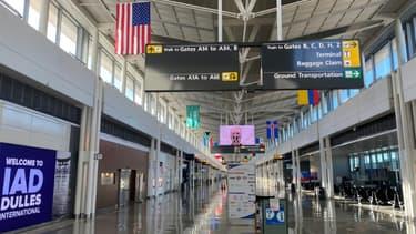 Une vue d'un hall désert de l'aéroport international de Washington-Dulles, Etats-Unis, le 10 novembre 2020