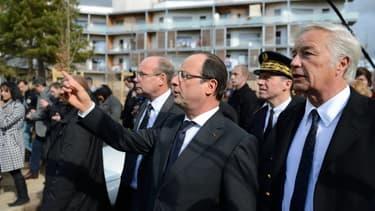 François Hollande, en visite ce lundi 11 mars, dans le quartier des Grésilles, à Dijon.