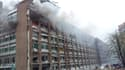 La déflagration a soufflé de nombreuses fenêtres de l'immeuble de 17 étages qui abrite les bureaux de Jens Stoltenberg, ainsi que les façades de plusieurs ministères situés à proximité, dont le siège du ministère du Pétrole, qui a pris feu.
