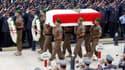 Des milliers de personnes se sont rassemblées dimanche dans le centre de Beyrouth pour assister aux funérailles du général Wissam al Hassan, accusant la Syrie d'être impliquée dans l'attentat qui lui a coûté la vie vendredi et exigeant la démission du Pre