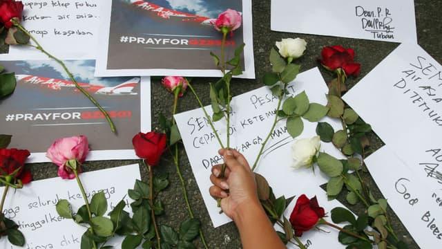Les recherches se poursuivent pour retrouver les corps des passagers de l'avion d'AirAsia.