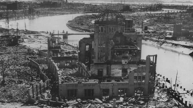 Vue de Hiroshima après le bombardement.