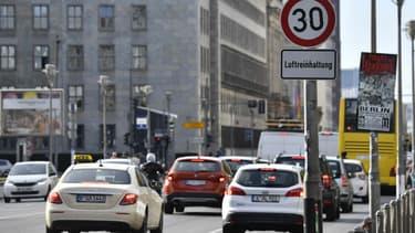 Les diesel de normes Euro 0 à 5, soit ceux de plus de trois ou quatre ans, ne pourront plus emprunter 15 kilomètres de rues de Berlin dès avril 2019.