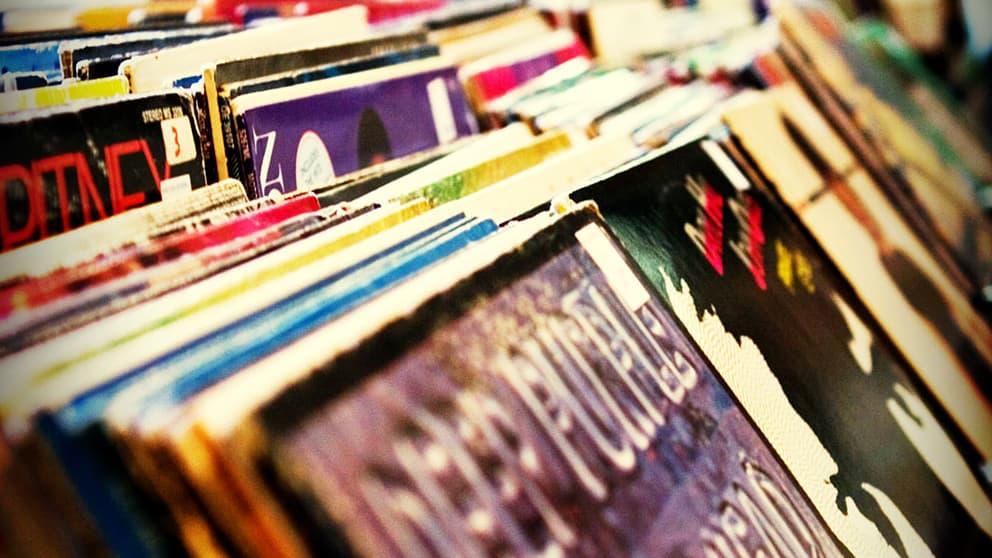 Aux Etats-Unis, le formidable retour en force du vinyle - BFMTV