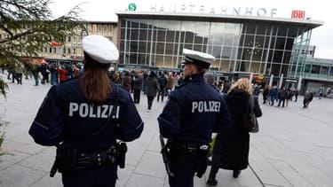 """La police effectue des vérifications sur 31 """"suspects"""" au total, dont 18 demandeurs d'asile, pour des violences et vols survenus le soir du Nouvel An à Cologne - Vendredi 8 janvier 2016"""