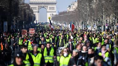 Des gilets jaunes lors de l'acte 14 à Paris.