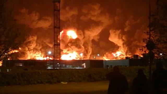 Un incendie dans une usine Seveso de Rouen (Seine-Maritime), le 26 septembre 2019.