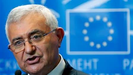 Le commissaire européen à la santé et aux Consommateurs, John Dalli, est prêt à amender ses propositions visant à assouplir la culture des OGM en Europe lors des négociations avec les Etats membres et le Parlement, mais il prévient que les approbations de