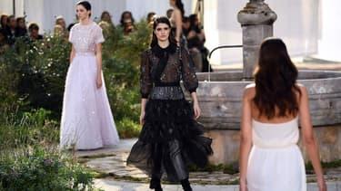 Un défilé Chanel Haute Couture à Paris en janvier 2020