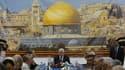 Le président de l'Autorité palestinienne Mahmoud Abbas (au centre), lors d'une réunion du comité exécutif de l'Organisation de libération de la Palestine (OLP). L'instance dirigeante du mouvement a donné son feu vert à l'ouverture de négociations de paix