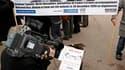 Rassemblement à Marseille pour Stéphane Taponier et Hervé Ghesquière, les deux reporters de France 3 retenus en Afghanistan depuis le 29 décembre 2009. Les négociations pour obtenir leur libération sont compliquées et il n'est pas possible de donner un ca