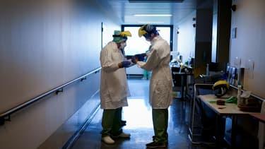 Des soignants le 30 avril 2020 dans l'unité Covid-19 de l'hôpital Erasme de Bruxelles (photo d'illustration).