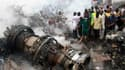 Un avion des lignes intérieures nigérianes a percuté dimanche un immeuble de deux étages à Lagos, capitale économique du Nigeria, ne laissant aucun survivant parmi les 147 personnes à bord de l'appareil. Le président Goodluck Jonathan a décrété un deuil n