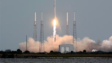 Une fusée de la société privée Space Exploration Technologies (SpaceX) a décollé vendredi de Cap Canaveral, en Floride, emportant une capsule qui doit apporter des vivres, des fournitures diverses et du matériel expérimental à la Station spatiale internat