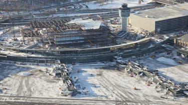 L'aéroport de La Guardia à New York paralysé par la neige.