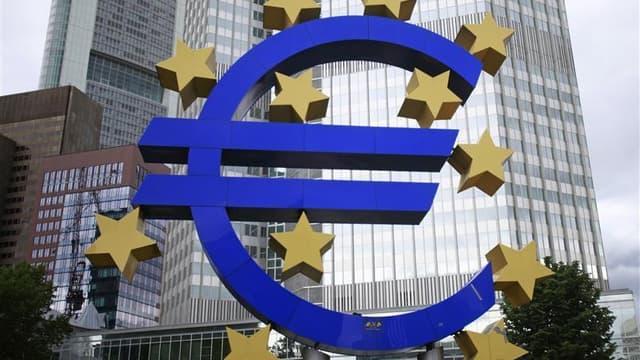 Le vice-président socialiste du Sénat français, Didier Guillaume, a vivement critiqué vendredi le refus de la Banque centrale européenne d'agir immédiatement sur les marchés pour venir en aide aux pays de la zone euro en difficulté, accusant l'institution