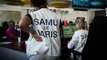 Employées du Samu dans un centre d'appels de l'hôpital Necker, à Paris le 22 mai 2018