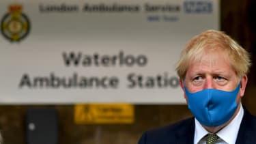 Le Premier ministre britannique, Boris Johnson, portant un masque pour se protéger du nouveau coronavirus