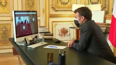 Emmanuel Macron lors du cours en visioconférence ce mardi après-midi.
