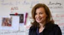 Première dame de France depuis moins d'une semaine, Valérie Trierweiler, ici dans une école française de Chicago, apprend son nouveau rôle et prend le pouls de sa notoriété naissante, à 7.000 kilomètres de Paris. /Photo prise le 21 mai 2012/REUTERS/Eric F
