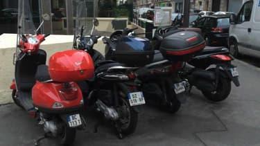 Le groupe écologiste au Conseil de Paris veut rendre payant le stationnement des deux-roues.