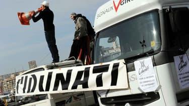 Des forains bloquant le Vieux-Port de Marseille avec leurs camions, le 15 février 2010. (Photo d'illustration)