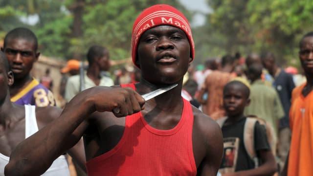 Un homme à la recherche de musulmans à tuer à Bangui en février 2014.
