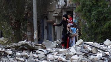 A Daïr az Zour, dans l'est de la Syrie. Les deux années de guerre en Syrie ont entraîné une véritable catastrophe humanitaire avec tortures, viols, bombardements, destructions et des millions de personnes déplacées, selon un bilan dressé jeudi par des res